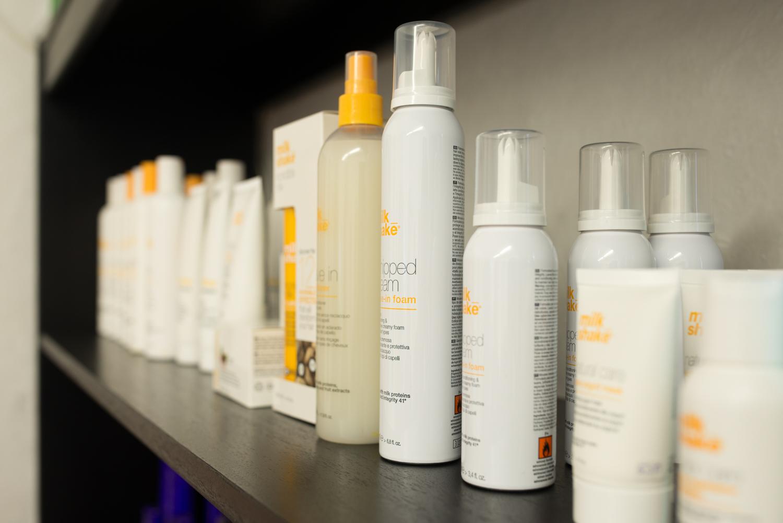 Unsere milk_shake Produkte bieten exzellente Haarpflege für jeden Haartyp, neben dem minimalistischen Design können Sie mit diesen Produkten Ihr trockenes, fettiges oder beschädigtes Haar optimal Pflegen.